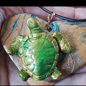 SEA TURTLE ON A HEART NECKLACE NEW